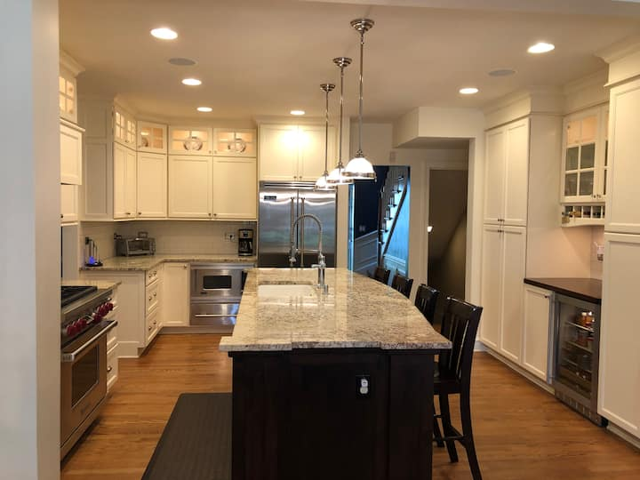 Beautiful home-fully remodeled 5 bedroom house!