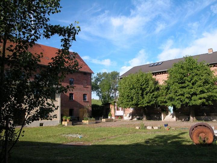 Wohnung auf romantischem Mühlenhof + 11 ha Land