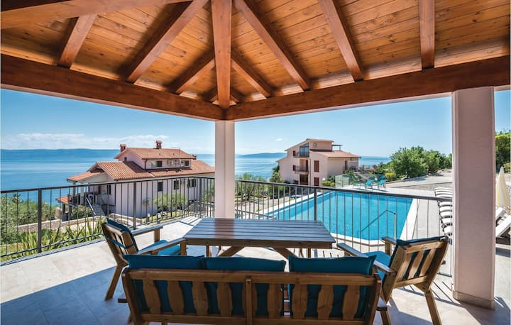 Stunning home in Ravni with WiFi and 1 Bedrooms