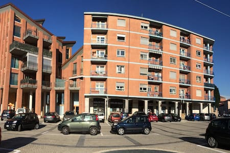 Apartment facing main square - Grugliasco - Leilighet