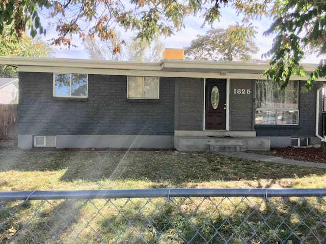 Renovated home! 9 minutes from SLC AirPort!