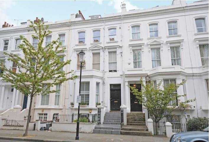 Entire apartment in Kensington - 1 bedroom
