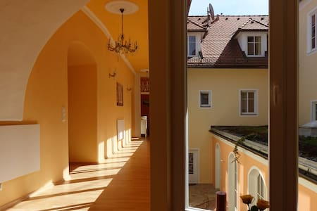 Palacio. Altstadtwohnung in historischem Gebäude