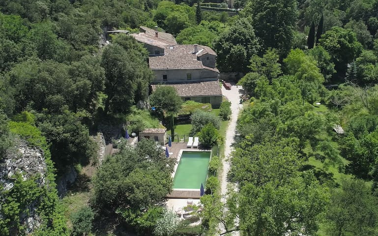 Residence, pool and garden in pure idyll