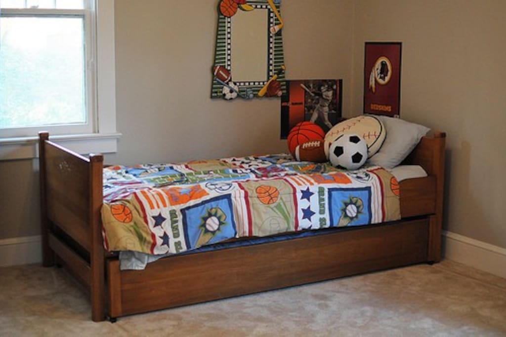 Bedroom with twin bed and twin bed trundle pullout