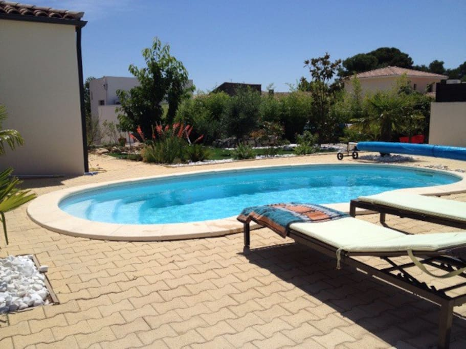 Chambre avec sdb priv e et piscine villas for rent in for Piscine montpellier