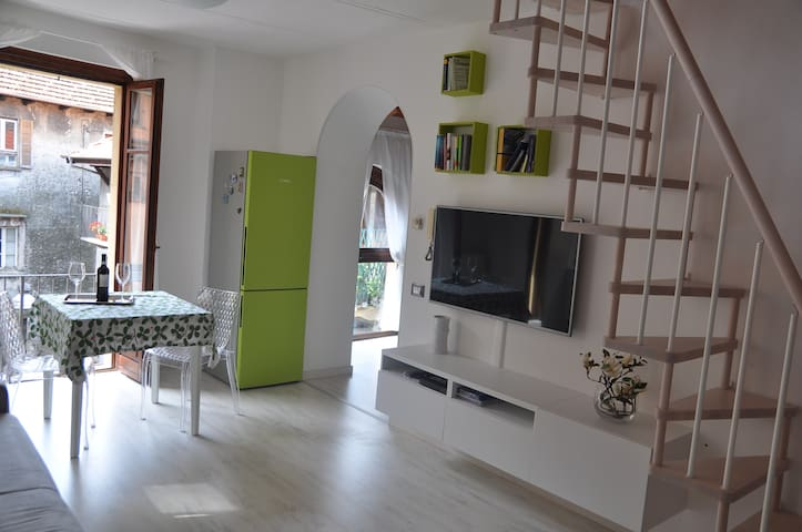 Apartment with private beach - Omegna - Apartament