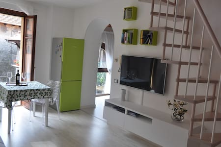 Apartment with private beach - Omegna