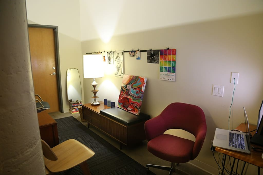 Entry way has a computer desk and extra seating.