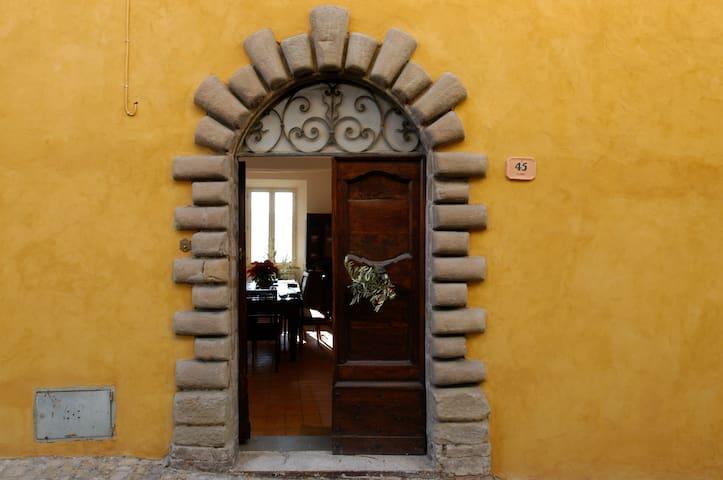 Restored Medieval Hill Town Villa - Monte San Martino - Villa