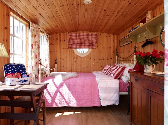 Apple Tree Cabin, Shepherds Hut Rural Retreat York