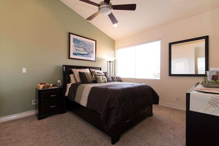 Ocean view, walk to pier, bikes!! - Redondo Beach - Townhouse