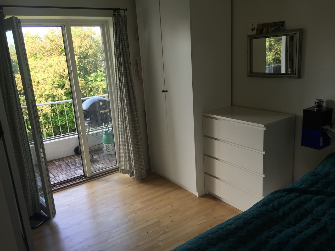 Bedroom with access to the open balcony