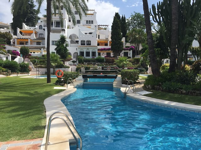 Beautiful 3 Bedroom Poolside Apt - Marbella - Apartment