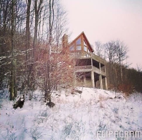 Spacious Mountain Chalet! Camp+Hike- 90 Acres! 12+ - Beech Mountain - บ้าน
