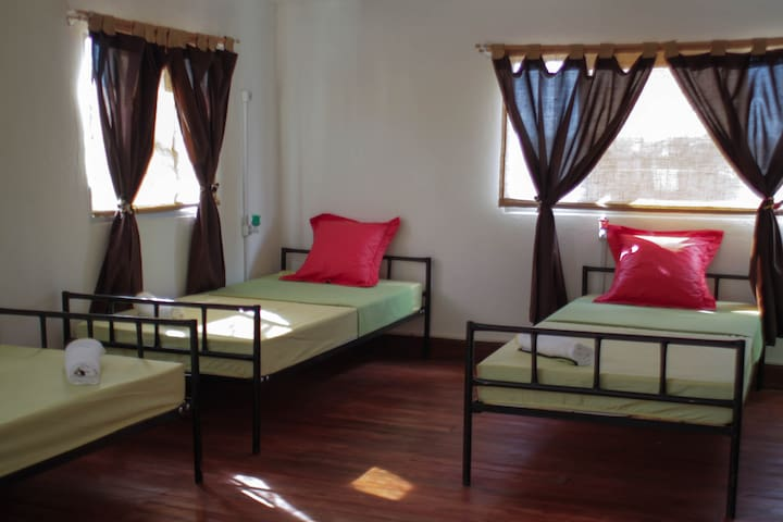 Cheapest Dorm Bed in Tana - Antananarivo  - House