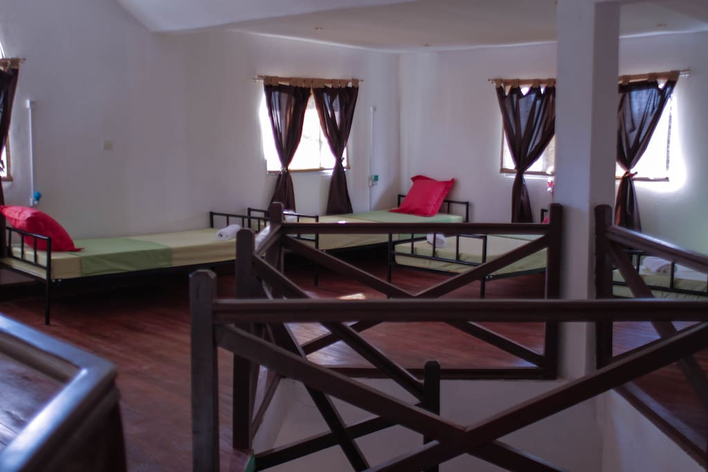 6 mixed dormitory room with free linens, bedside light, electrical outlets, secure lockers, mosquito nets, etc.