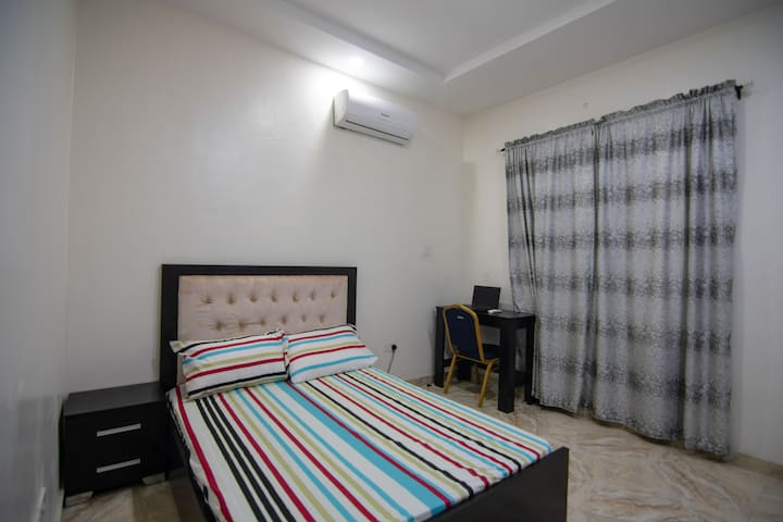 Comfy room with 24 hrs electricity & Wifi in Lekki