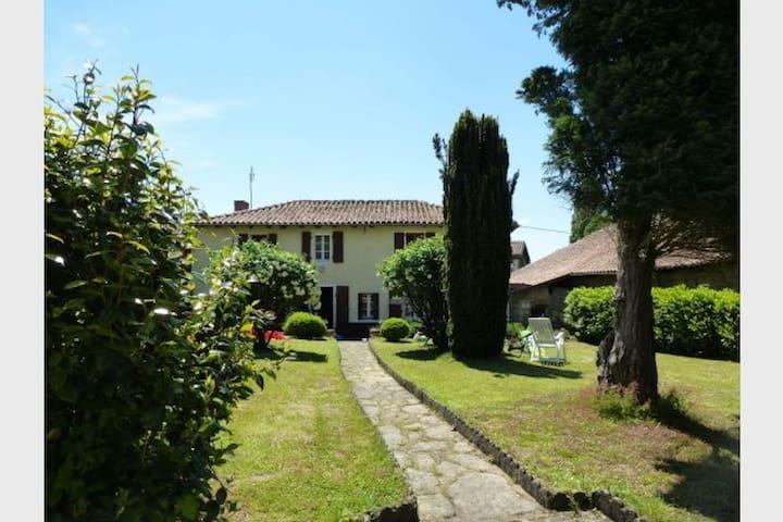 Le Bourg, Montemboeuf