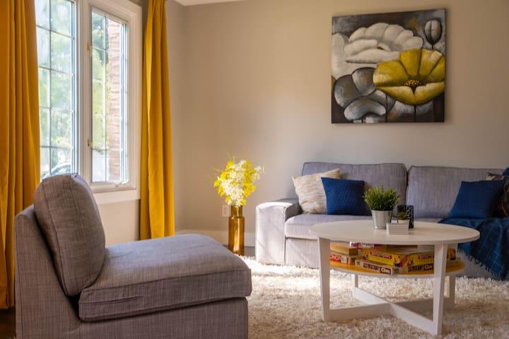Modern & Clean, 3 Bedroom Oasis
