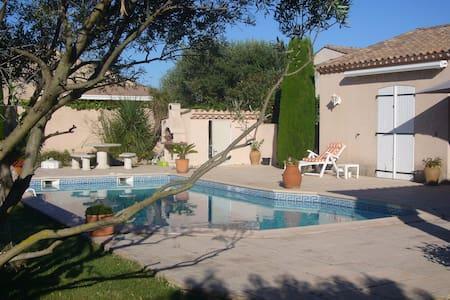 Chambre privée vue sur piscine - Lignan-sur-Orb