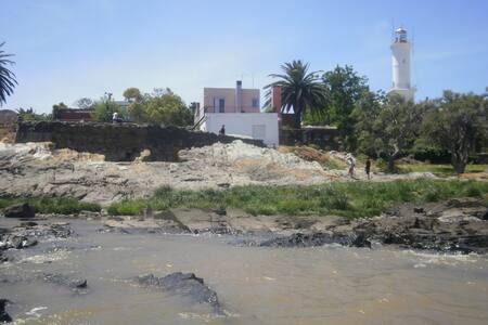 CASA SOBRE EL RÍO, BARRIO HISTÓRICO - Colonia Del Sacramento - Casa