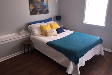 Ultra-Clean: Private Jacuzzi Suite w/mini-kitchen