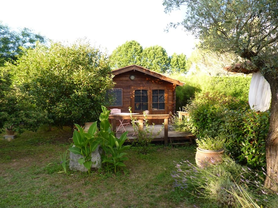 le petit chalet au fond du jardin chalets for rent in laroque languedoc roussillon france. Black Bedroom Furniture Sets. Home Design Ideas