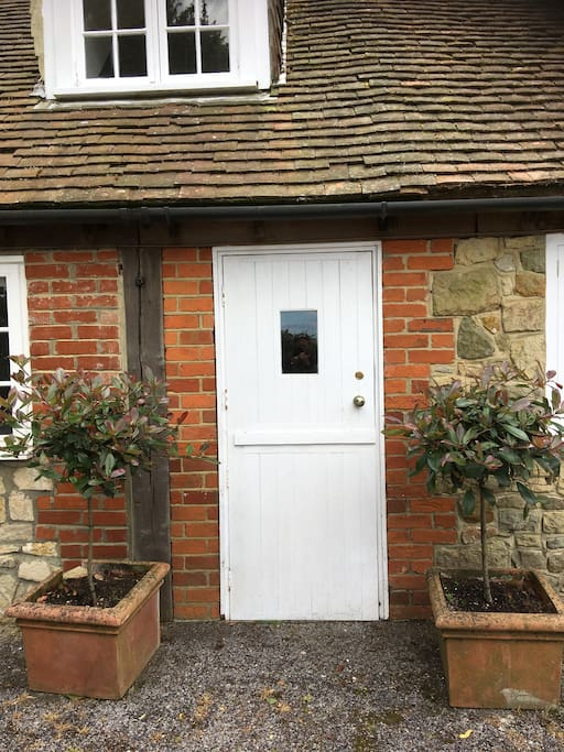 Separate entrance to annexe