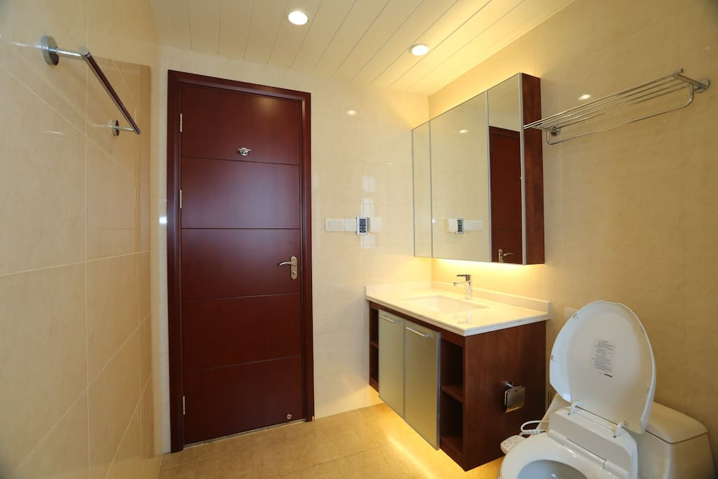 bathroom for master bedroom