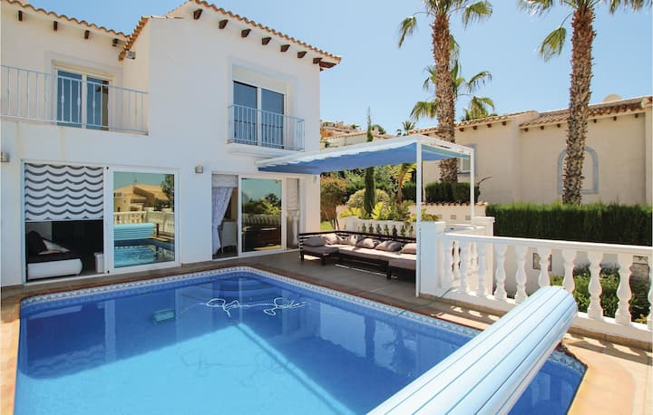Terraced house with 4 bedrooms on 200m² in Altea