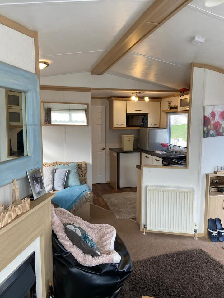 Luxurious Tattershall 8 berth caravan with hot tub