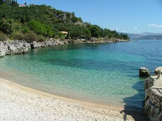 Quiet,Seaside luxury, secluded villa,for4-6 people - Korfu
