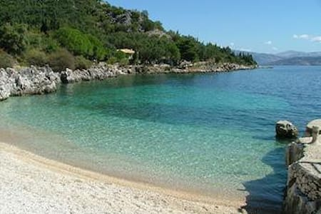 Quiet,Seaside luxury, secluded villa,for4-6 people - Korfu - Villa