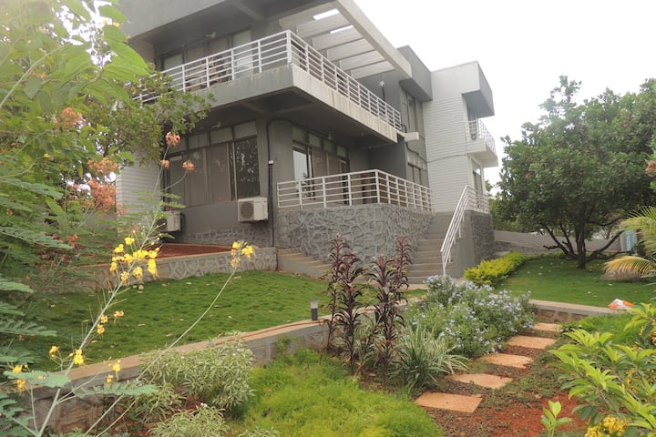 Karjat family villa surrounded by nature, 5BR