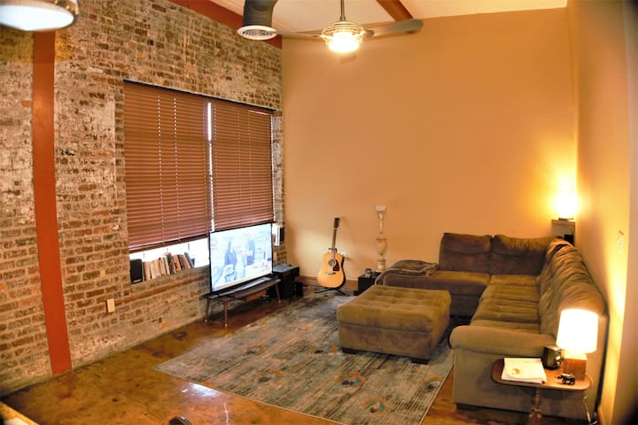 Post-industrial downtown Apt. Great Location! - Roanoke - Flat