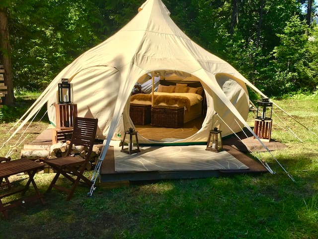 Glamping, Private Lot, Queen Beds