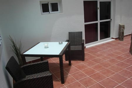Quiet Studio Poolside :) Steps away from the beach - San Bartolomé de Tirajana - Apartament