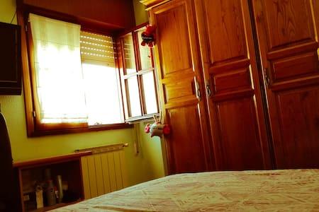 Habitación Privada con Baño - Requejada - Квартира