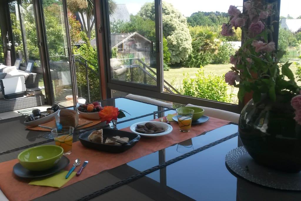 petit déjeuner dans la véranda