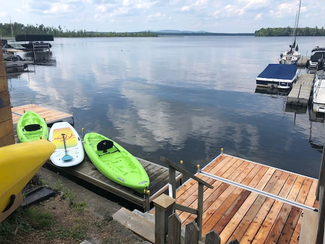Private dock, 3 kayaks and standups avaialble for free