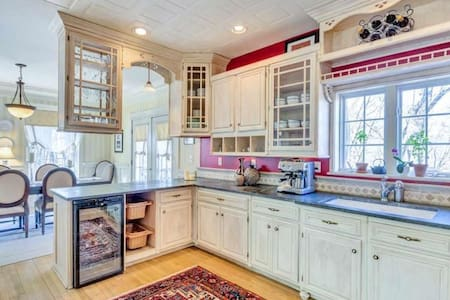 Private Wooded Residence Near UVA (Family Friendly - Charlottesville - Wohnung