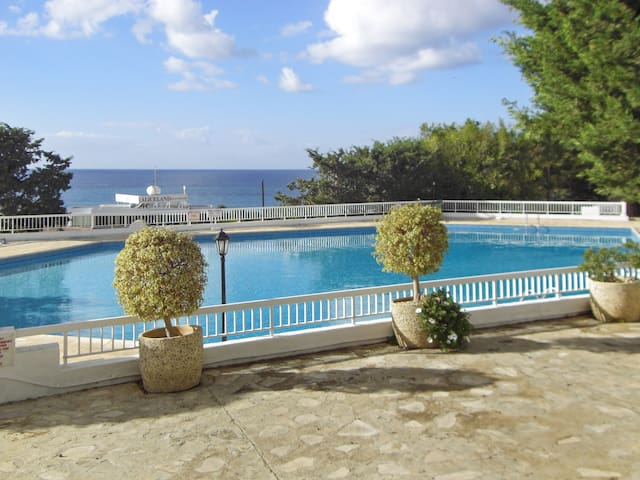 Sea-view flat w pools, 50m to beach - Chloraka - Lägenhet