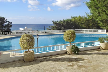 Sea-view flat w pools, 50m to beach - Chloraka - Apartment