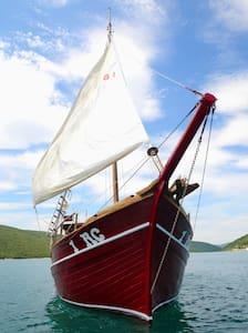 ELIZABETHD BOAT - CROATIAN PEARL - Trget