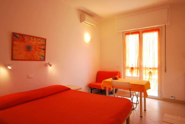 Residence Glicini - Monolocale con balcone - Family & MTB