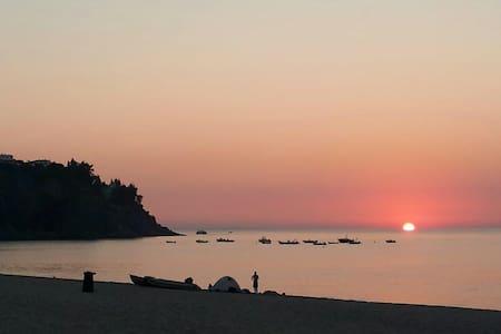 Appartamento sul mare baia Caminia - Caminia