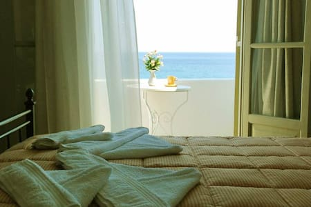 private room at hotel with amazing sea view - Piso Livadi - Other