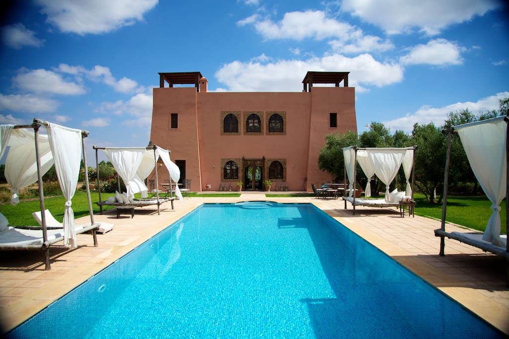 Riad privatiser piscine plein sud villas for rent in for Riad piscine privee marrakech