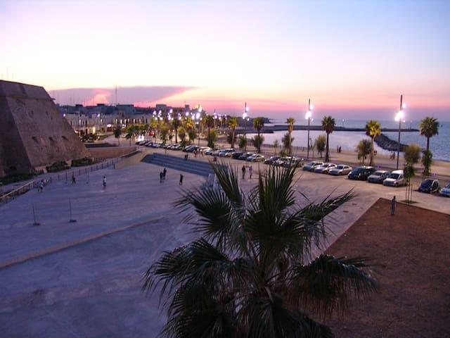 Appartamento vista mare e castello - Mola di Bari - Huoneisto